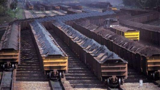 Minério de ferro em porto no Brasil