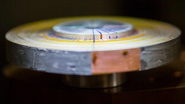 Os ímãs usam fita supercondutora bem enrolada