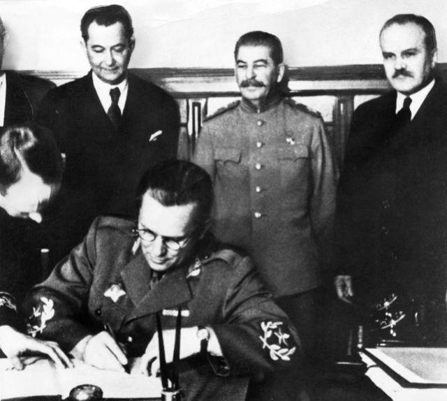Tito y Stalin en la misma fotografía.