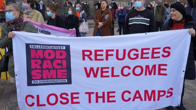 Protesta contra la posible deportación de más de 200 sirios de Dinamarca.