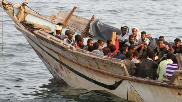 (Archive) A boat carrying migrants in Aden