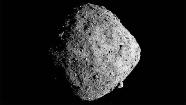 太空探索:美國NASA歐塞瑞斯飛船在貝努小行星採樣任務初步完成 - BBC News 中文
