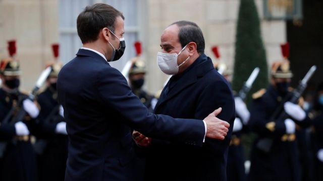Emmanuel Macron ve Abdul Fattah al-Sisi