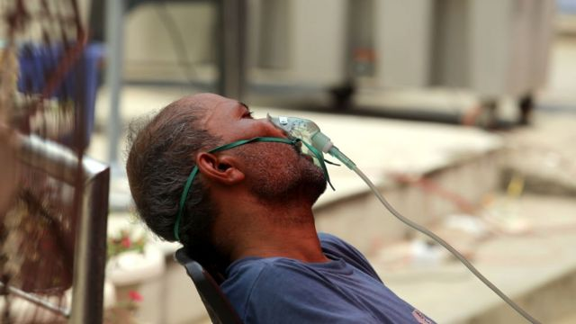 A patient getting oxygen at a charitable organisation