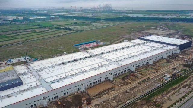 مصنع تسلا