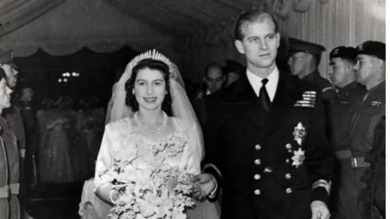 1947 년 결혼식 날 엘리자베스 공주와 필립 왕자