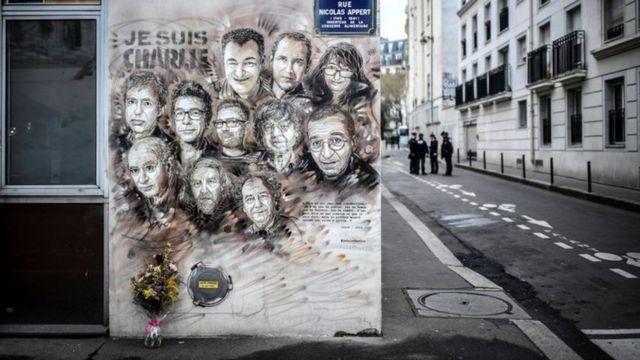 لوحة تخلد ذكرى قتلى الهجوم على مجلة شارلي إبدو الساخرة