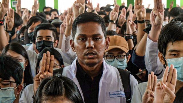 의대생 등 다양한 직군의 사람들이 미얀마 시위에 참여하고 있다