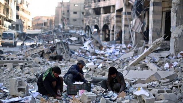 Los sirios que huyeron a Europa dejaron tras de sí ciudades destruidas por el conflicto.