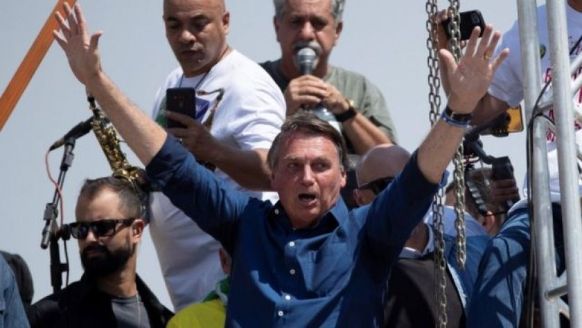 Bolsonaro with hands raised in the air