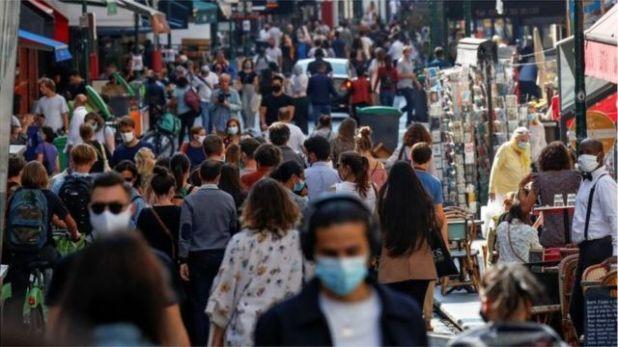 مخاوف من تداعيات سلبية على النظام الصحي الفرنسي مع تزايد الإصابات في الشارع دون إدراك أصحابها