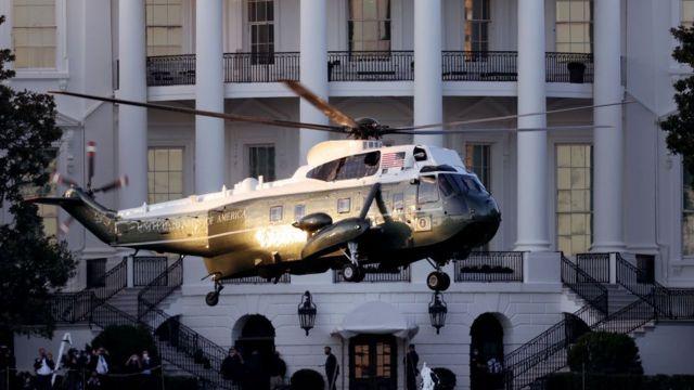 Helicóptero elevándose