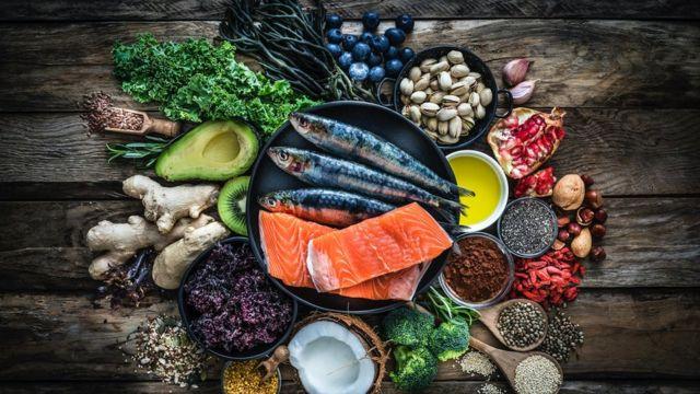 مجموعة من الأطعمة الغنية بفيتامين د