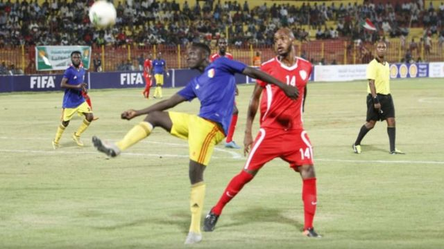 A Chadian player battling a Sudanese opponent in the qualifiers for the Qatar 2022 World Cup.