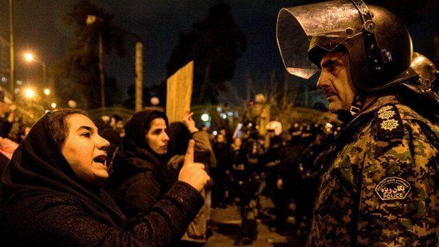 Bildergebnis für عکس زنان تظاهرات آبان