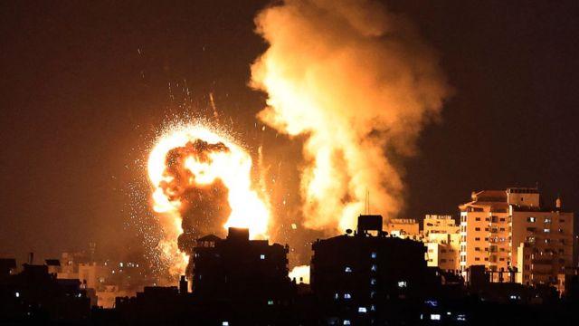 이스라엘군은 10일 가자지구를 공습했다