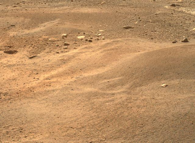 Superfície de Marte usando a câmera Left Mastcam-Z