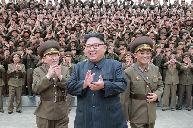 2017년 전략부대를 시찰 중인 김정은 위원장