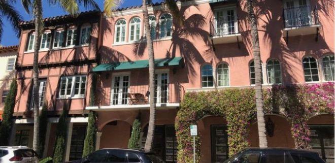 Uma fachada na avenida Worth de Palm Beach