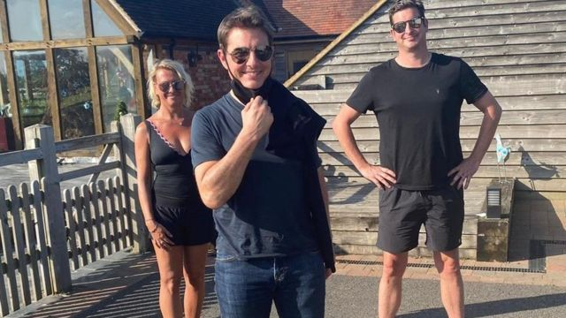 Tom Cruise with Alison Webb's family