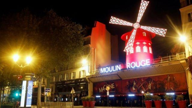 수도 파리를 포함한 프랑스 주요 9개 도시에서는 저녁 9시~오전 6시까지 통행금지령이 내려졌다