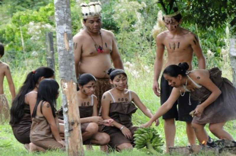 Xokleng youth during a presentation about the first contact between indigenous and white people.