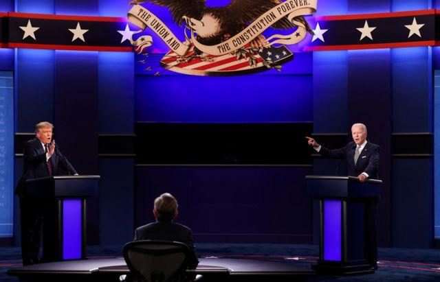 Madaxweyne Trump iyo musharaxaha xisbiga Dimuqraadiga Joe Biden oo markii ugu horreeysay dood fool-ka fool ah ay dhexmartay.