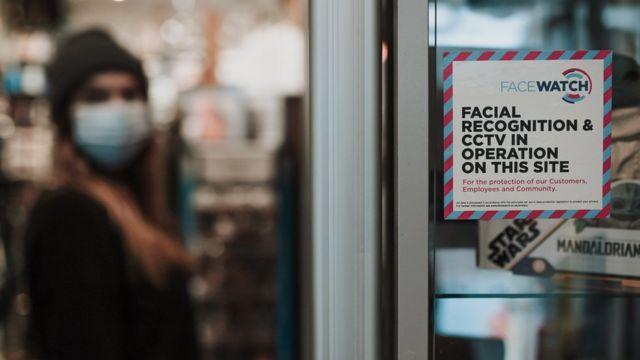 علامة فيس ووتش في متجر