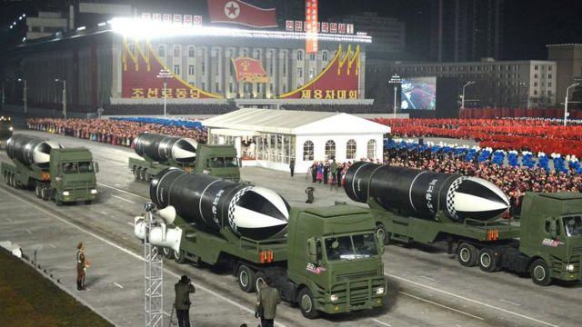 Armas en un desfile militar en Pyongyang.