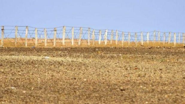 السياج المغربي في منطقة الكركرات التي فجرت أزمة حادة بين المغرب والبوليساريو