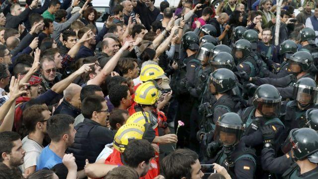加泰隆尼亞對西班牙——獨立公投的前因后果 - BBC News 中文