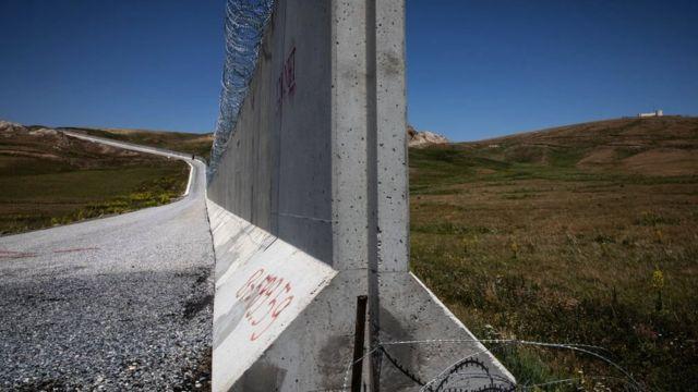 Un muro fronterizo en la frontera Turquía-Irán, 10 de julio, Caldiran, Turquía