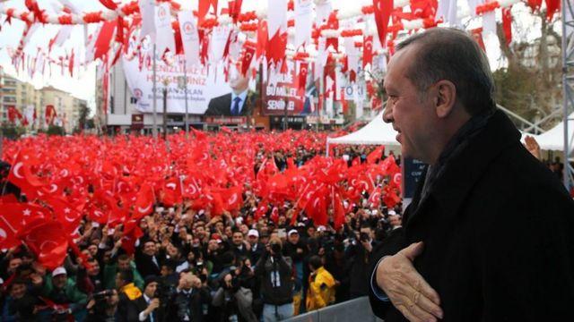 Madaxweyne Erdogan oo taageerayaashiisa la hadlaya