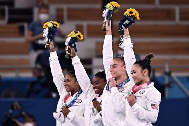 Medalla de plata del equipo femenino de gimnasia