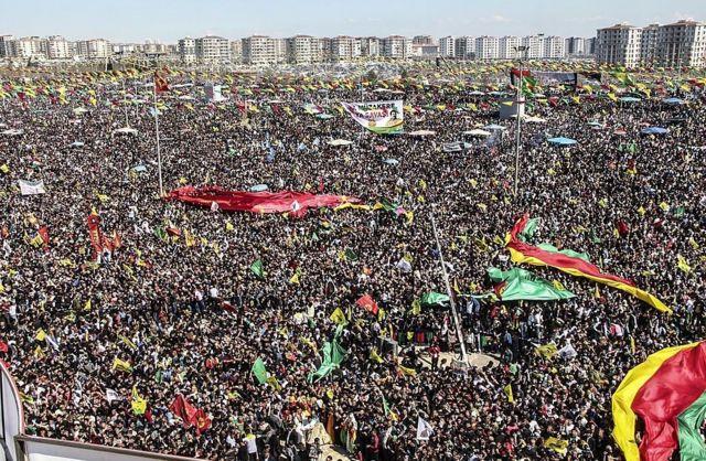 احتفالات الأكراد في ديار بكر بتركيا. 2014