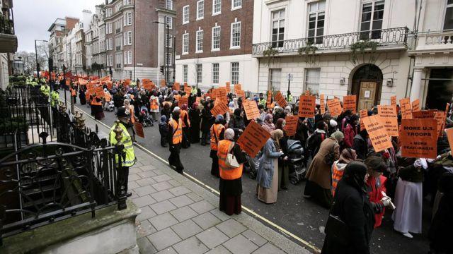 Hizb-ut Tahrir'in, Irak savaşıyla ilgili İngiltere'de düzenlediği bir gösteri.