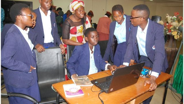 Students dey front of laptop