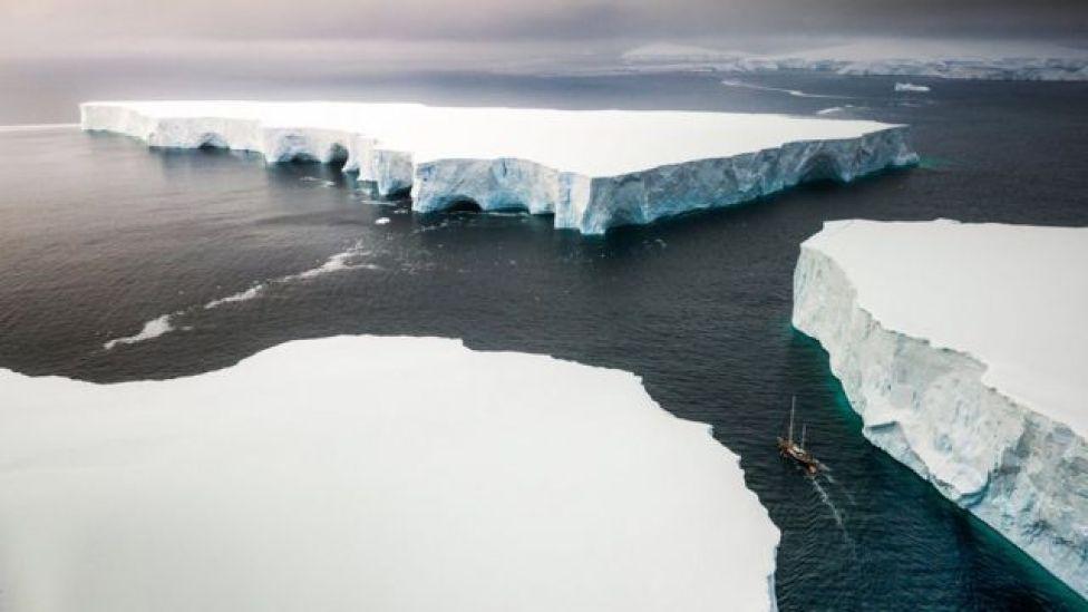 Capas de hielo en el mar