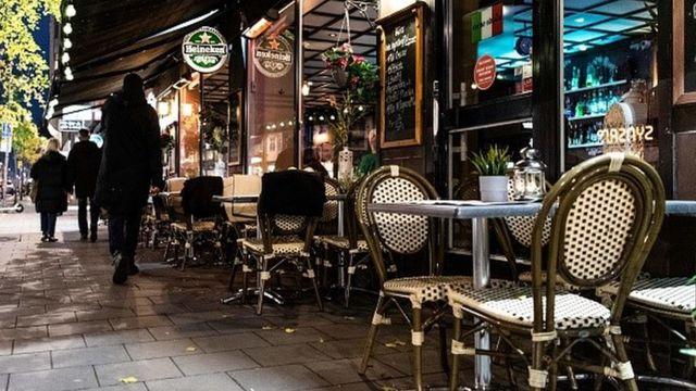 İsveç'te bir süre akşam 22.00'den sonra restoran ve barlar kapalıydı