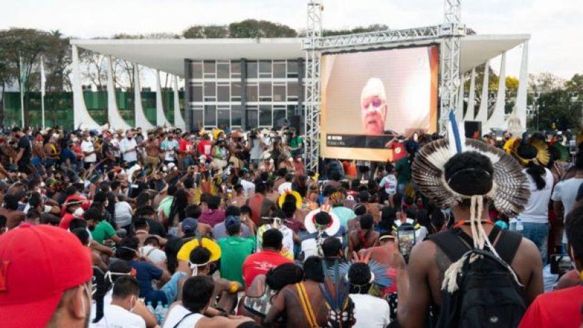 Indigenous mobilization in Brasilia against the time frame