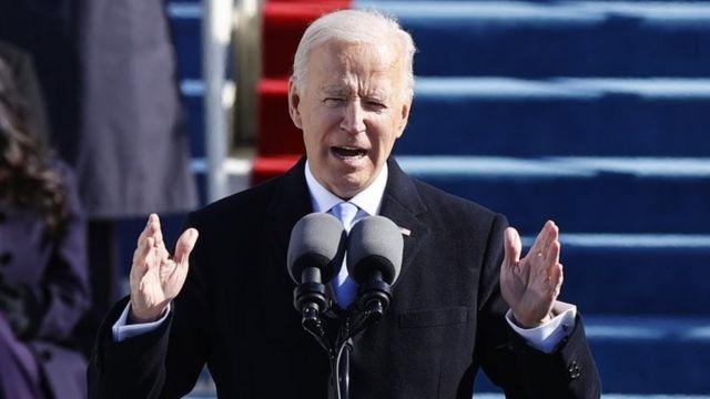 Biden dando su discurso de investidura.