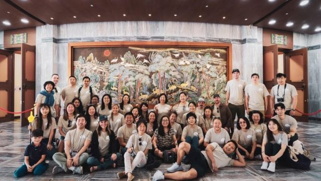 InKAS가 주최한 모국 방문 프로그램에 참여한 해외입양인과 정애리 회장