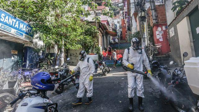 Дезинфекция в фавелах Рио-де-Жанейро