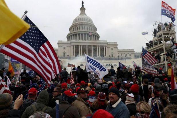 تجمع المتظاهرون خارج مبنى الكابيتول