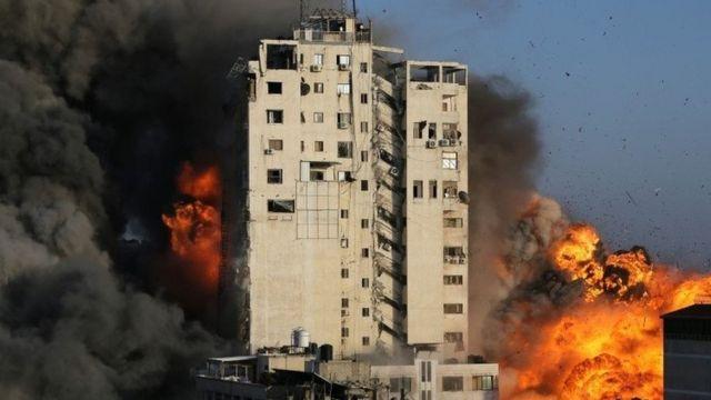Воздушный удар по зданию, где находился телеканал ХАМАС