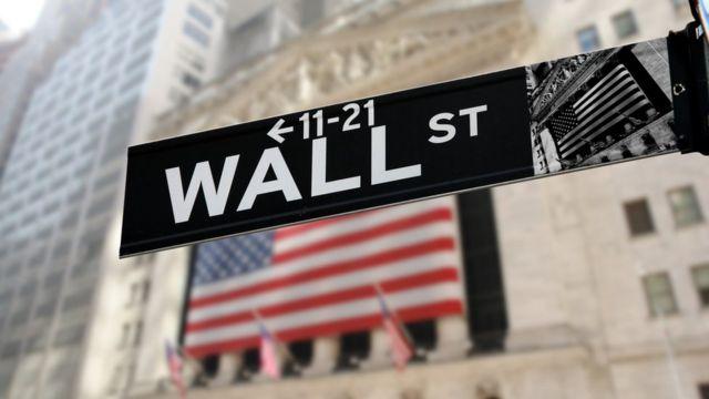 Señal de Wall Street en la calle