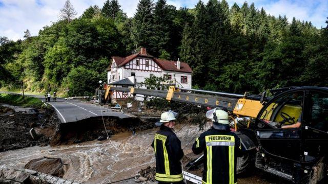Los bomberos trabajan tras las inundaciones en Schuld, Alemania