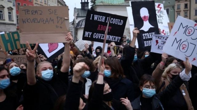 Demonstrators support the right to abortion in Poland