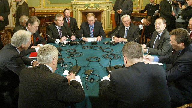 Кваснєвський був учасником круглого столу в 2004 році, коли політична криза в Україні вирішилася без кровопролиття