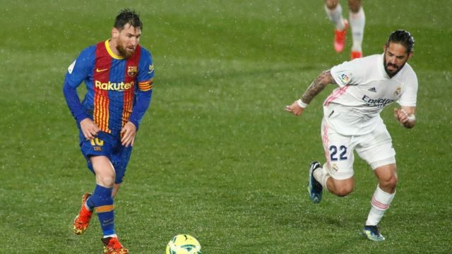 바르셀로나의 리오넬 메시가 레알마드리드를 상대로 경기를 펼치고 있다